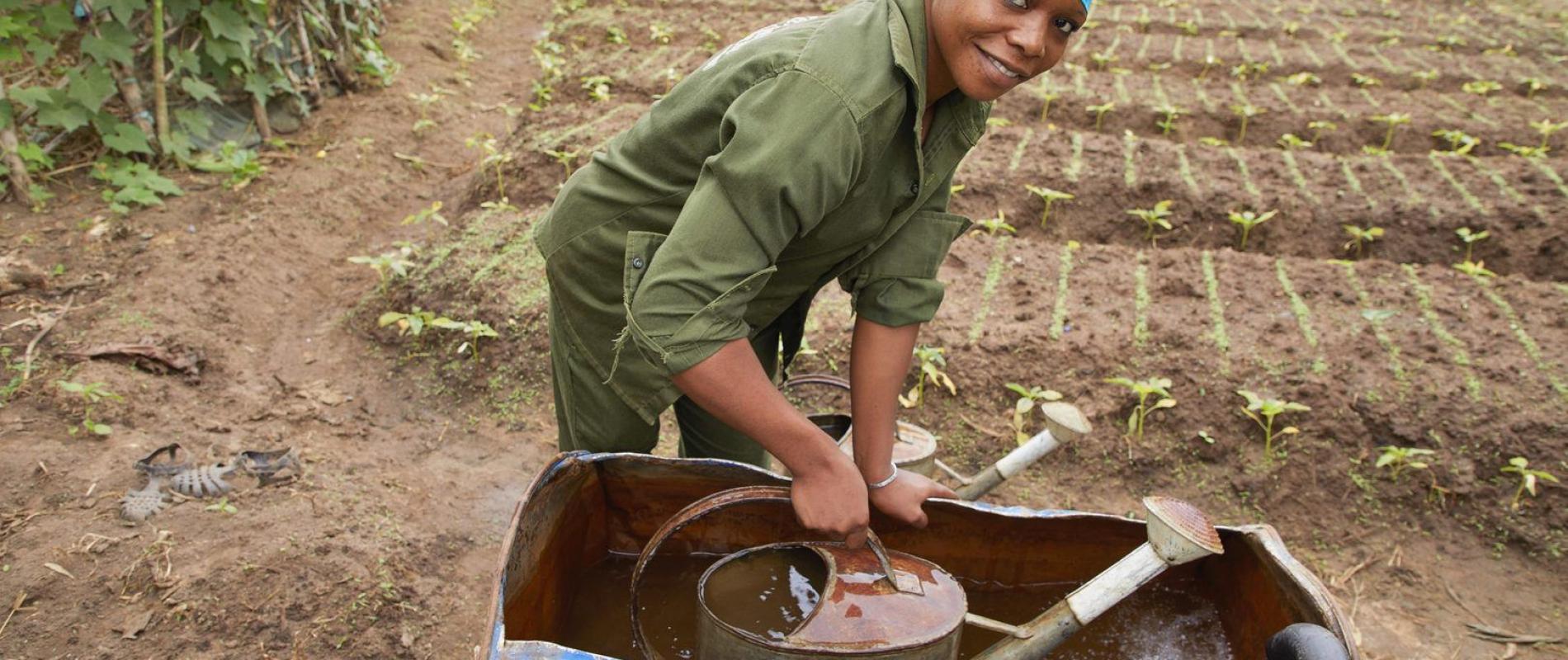 Benin Djoungou Saibou Fatima (21) student agrarische school    22-6-2018 foto Jaco Klamer
