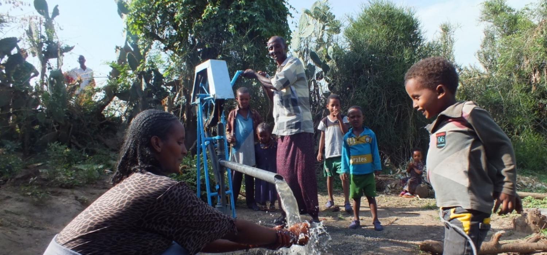 Een gerepareerd waterpunt in het iwet project