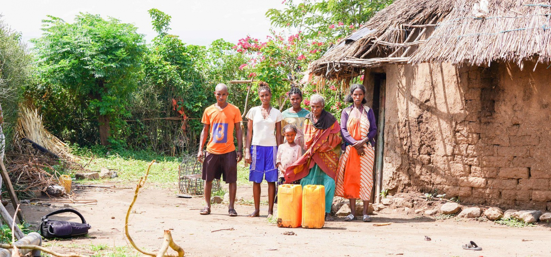 Water betekent alles voor de kwetsbare landbouwers die langs de rivier de Awash wonen. Hoewel de rivier voor deze boeren dichtbij is, is het niet altijd gemakkelijk om genoeg water op het land te krijgen en is er in deze vruchtbare regio nog steeds veel armoede. Twee Ethiopische boerinnen (Famosa en Rufo) en een boer (Edalo) leggen uit waarom dat zo is en met welke problemen ze te kampen hebben.