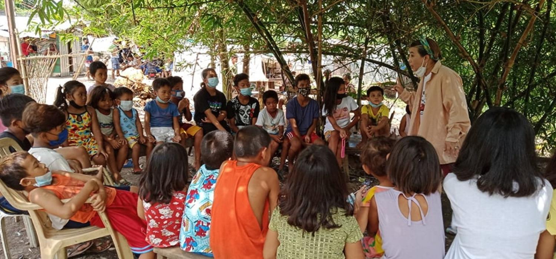 Photo of ruth mata teaching the children
