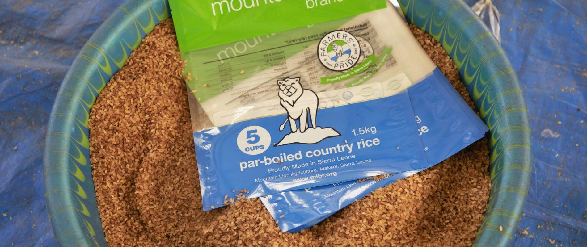 Sierra Leone Makeni rijst verwerkings en inpak fabriek Farmers pride Foto Jaco Klamer 29-1-2020