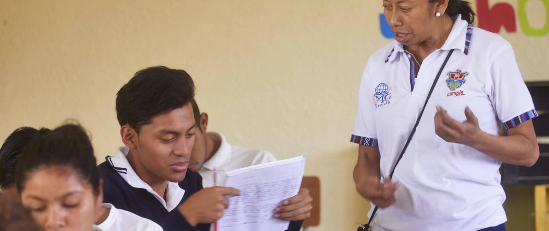 Guatemala Guatemala city instituto Santa Maria AMG school voor drop-outs speciaal onderwijs bij vuilstort plaats 20-3-2018 foto Jaco Klamer